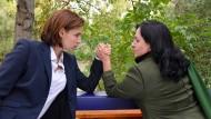 Messen ihre Kräfte: Martina Ebm (links) und Maria Happel als Anwältinnen.