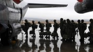 """Wer die Afrin-Offensive nicht bejubelt, ist ihr Feind: Türkische Soldaten auf dem Weg zur """"Operation Olivenzweig""""."""