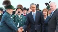Begrüßung auf dem Rollfeld: Max Bertl, Barack Obama und der bayerische Ministerpräsident Horst Seehofer (v.l.n.r.)