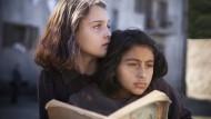 Beste Freundinnen, schärfste Konkurrentinnen: Lenù (Elisa Del Genio, l.) und Lila (Ludovica Nasti) in Saverio Costanzos Serie