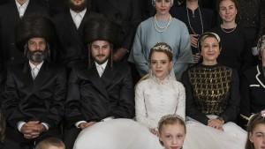 So sieht Religion im Schwarzweißfilm aus