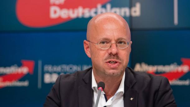 Kalbitz soll Kontakte zu Extremisten auflisten