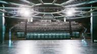 Wie geht es weiter mit dem Frankfurter Theater? Große Kunst entsteht auch auf bescheidenen Bühnen. Der Saal der Kammerspiele ist Teil des großen Schauspielhauses am Willy-Brandt-Platz.