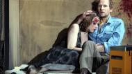 """Claude De Demo und Torben Kessler in """"Dogville"""" in Frankfurt."""