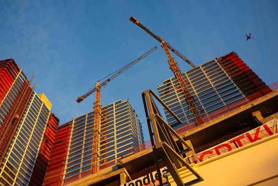 Auf einmal wachsen die Häuser in die Höhe - eine Baustelle in Downtown Los Angeles.
