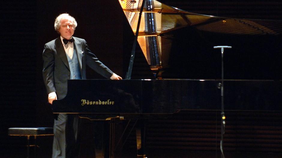 Nicht ohne meinen Bösendorfer: András Schiff, schon 2005 in der Weimarhalle in Weimar.