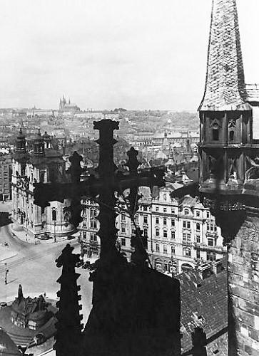 Prag - die Stadt der Kirchen: Die Tyn-Kirche prägt das Prager Stadtbild am Altstädter Ring