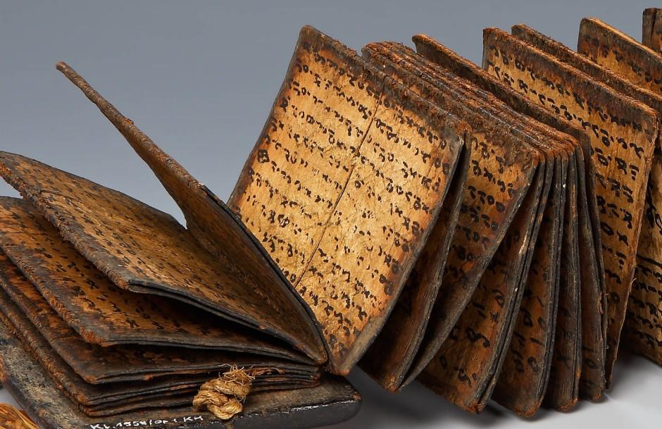 Auf Rinde geschrieben: Leporello mit Zauberformeln aus Sumatra um 1800