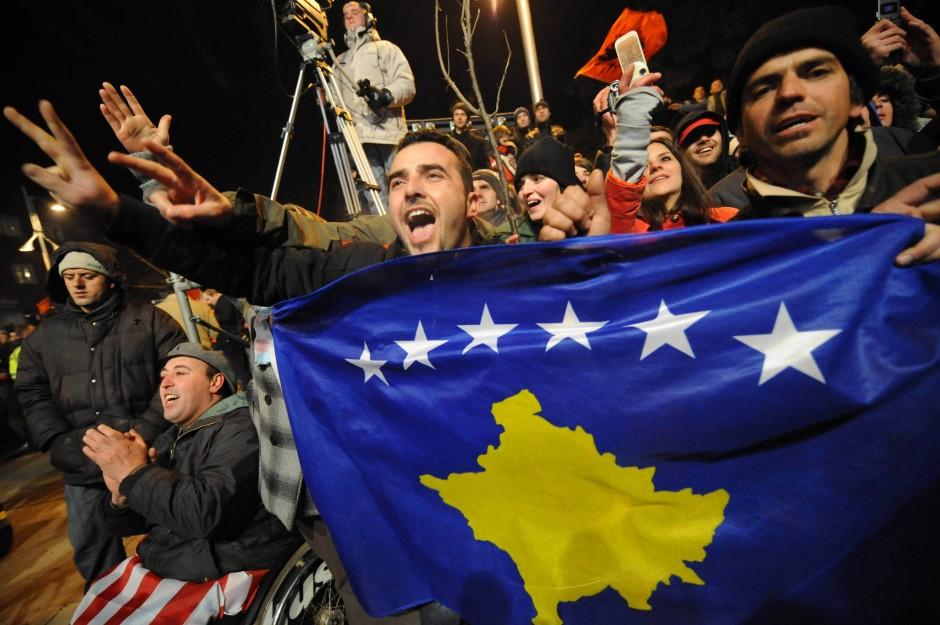 Die Ähnlichkeiten sind nicht vor der Hand zu weisen: Kosovo feiert seine Unabhängigkeit 2008