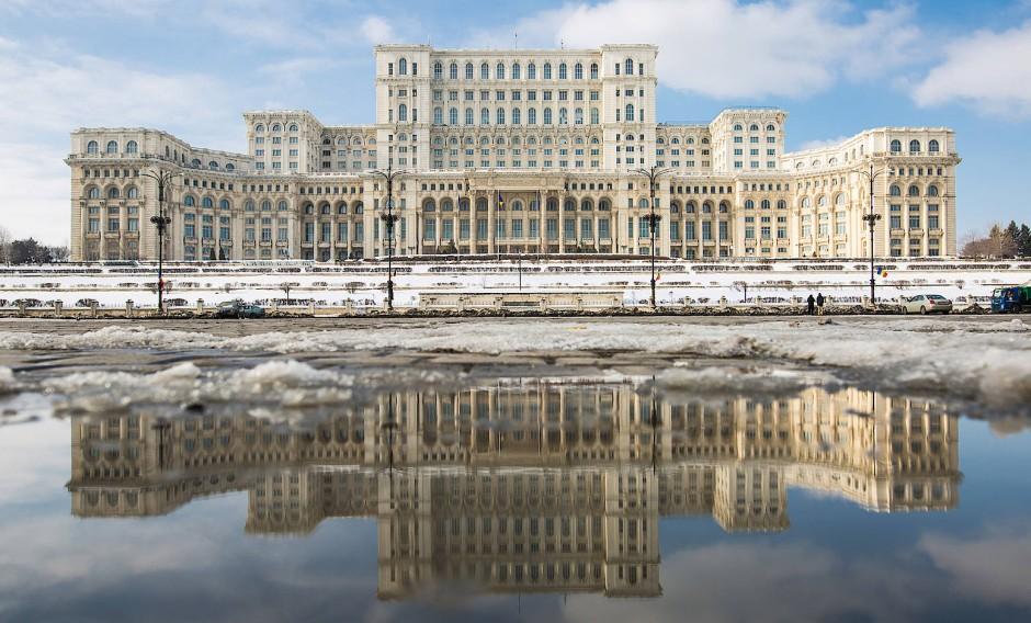 Es darf gerne noch ein bisschen höher sein: Der Parlamentspalast in Bukarest.