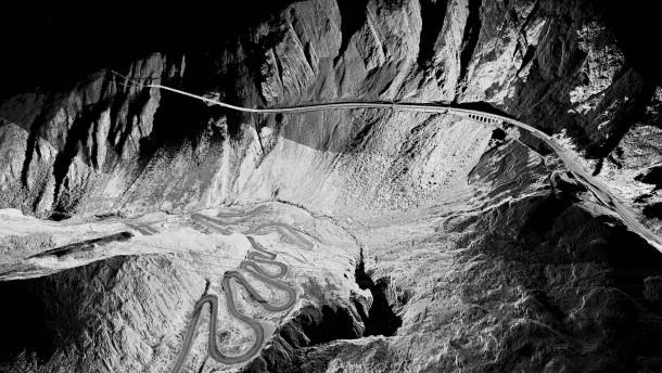 Jeder Tunnel führt zu einem neuen Berg