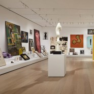 """Blick in die Installation """"Artist's Choice: Amy Sillman—The Shape of Shape""""."""