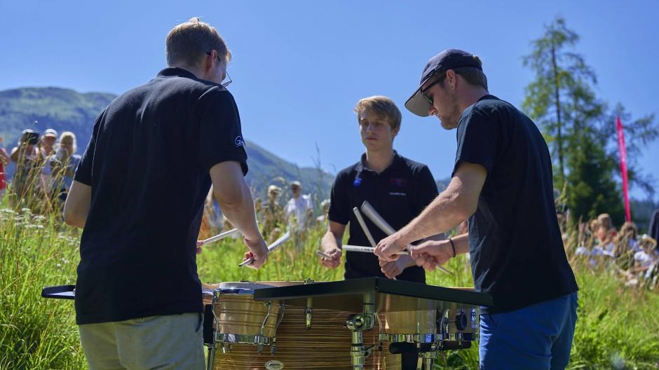 Das Colores Trio am Festivalbrunch bei Bilderbuchwetter am Schwarzsee in Davos Laret.