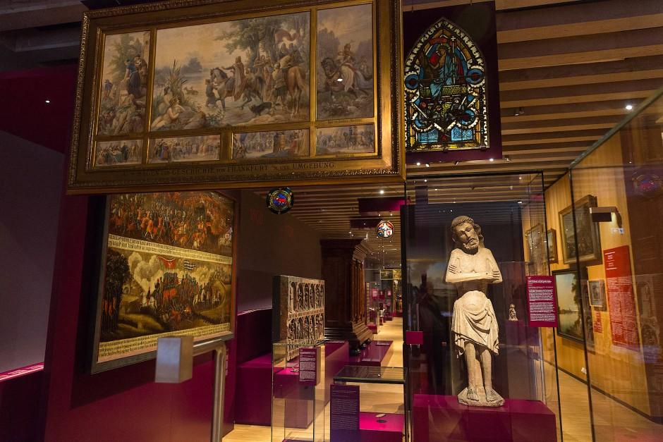 Stadtgeschichte als Wunderkammer: Der historische Teil der Ausstellung.