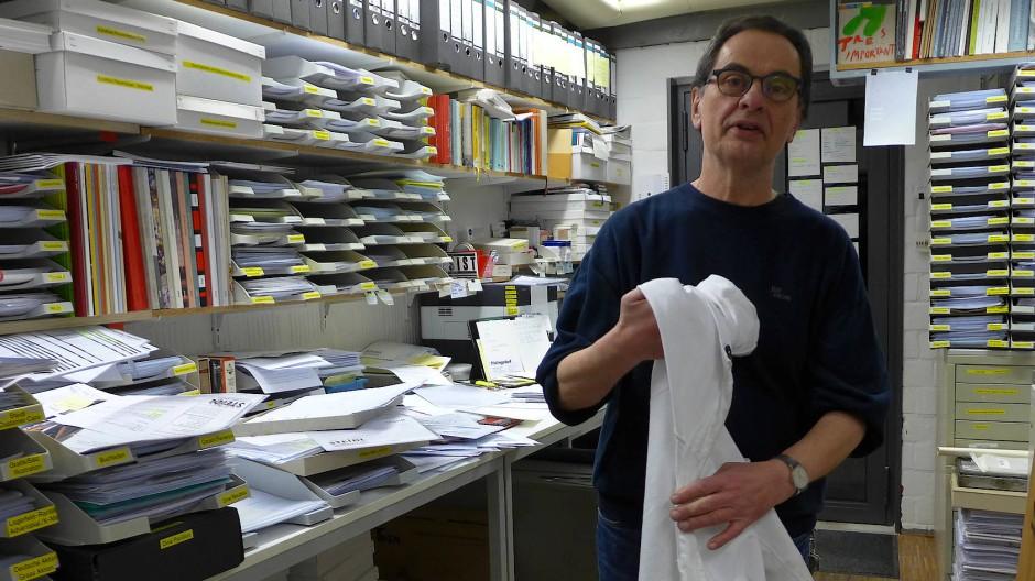 Der Verleger Gerhard Steidl in seinem Büro in Göttingen