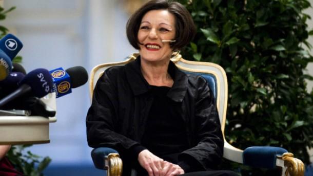 Herta Müller nimmt Nobelpreis entgegen