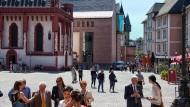 Der Betonklotz ist weg, die Lücke endlich zugebaut: Hinter der Alten Nikolaikirche fügt sich unauffällig, aber ästhetisch das neue Historische Museum ins Ensemble.