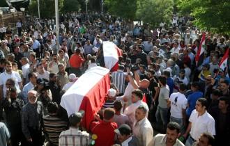 Beerdigung der Opfer eines Anschlags in Damaskus: Folgt man Darstellungen des Konflikts in der westlichen Welt, handelt es sich meist um die Frage, ob es gelingt, die syrische Bevölkerung von einem blutigen Diktator zu befreien