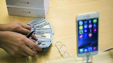 Demnächst dann ohne Bargeld: Apple plant ein mobiles Bezahlsystem und erntet schon im Vorhinein Häme von der Konkurrenz.