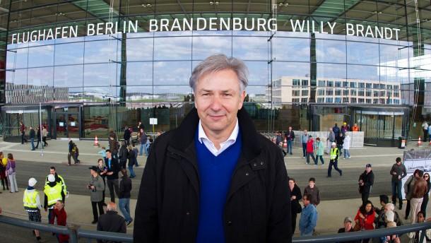 Wowereit am Berliner Flughafen