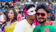 Inderin sucht Bräutigam für schwulen Sohn