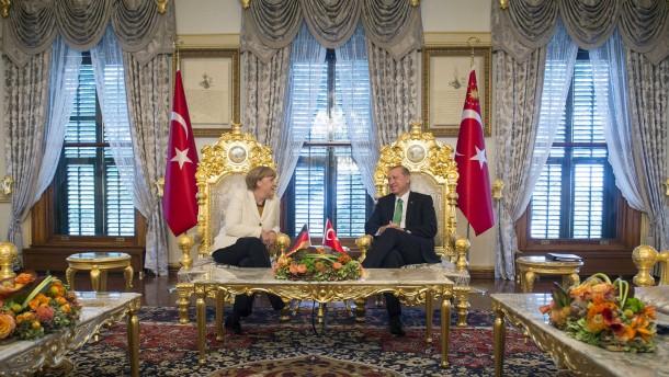 Merkel und Erdogan Lieblingsfrau am Hofe  Feuilleton  FAZ