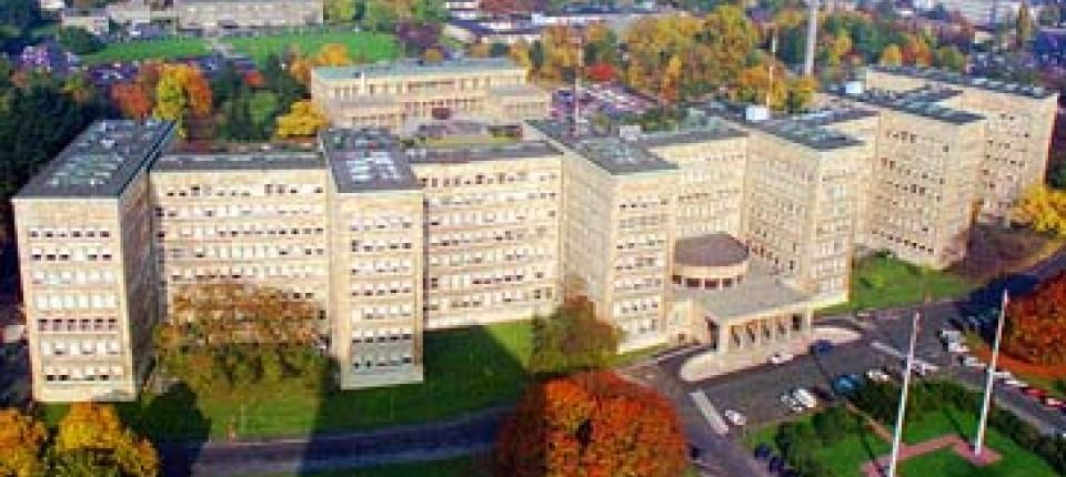 Universitat Frankfurter Beerben Ig Farben Umzug In Den Poelzig