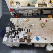 """De Waals neues Buch """"Die weiße Straße"""" ist eine Reise an die Ursprünge seiner Kunst, der Kunst des Porzellans."""