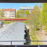 Ausreisegedanken: Blick aus dem Fenster von Eva Sichelschmidt