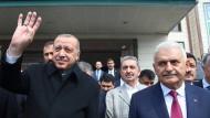Der Präsident und sein Kandidat: Erdogan und Yildirim am Freitag in Ankara