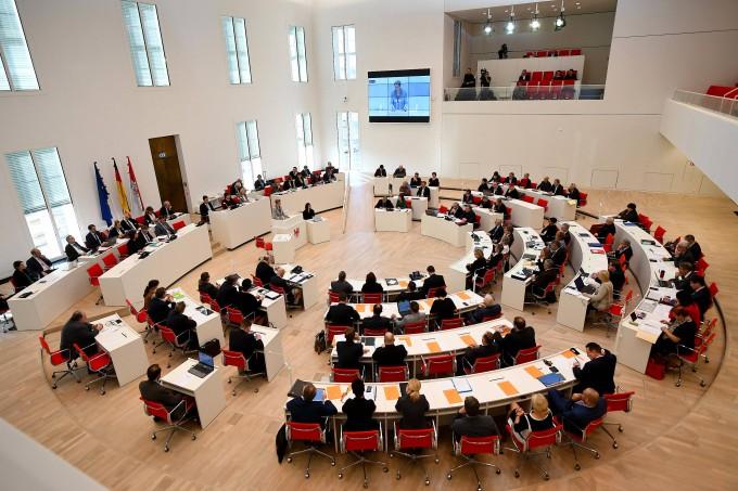 Sind Frauen hier ausreichend repräsentiert? Landtagssitzung in Brandenburg im Oktober 2018