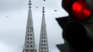 Die Zeichen stehen im österreichischen Katholizismus derzeit auf Halt: Die Votivkirche in Wien