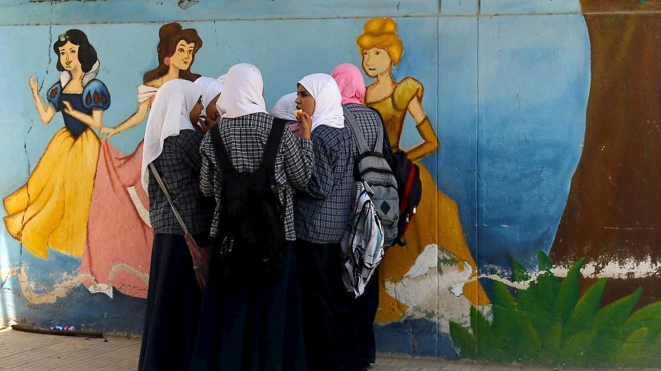 Die Begriffe sind jetzt da: Junge Mädchen in der arabischen Welt wachsen erstmals mit einer Sprache auf, die Wörter für Homosexualität oder Vagina kennen.