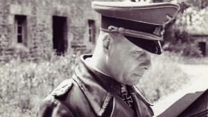 Um einen Rommel von innen bittend?