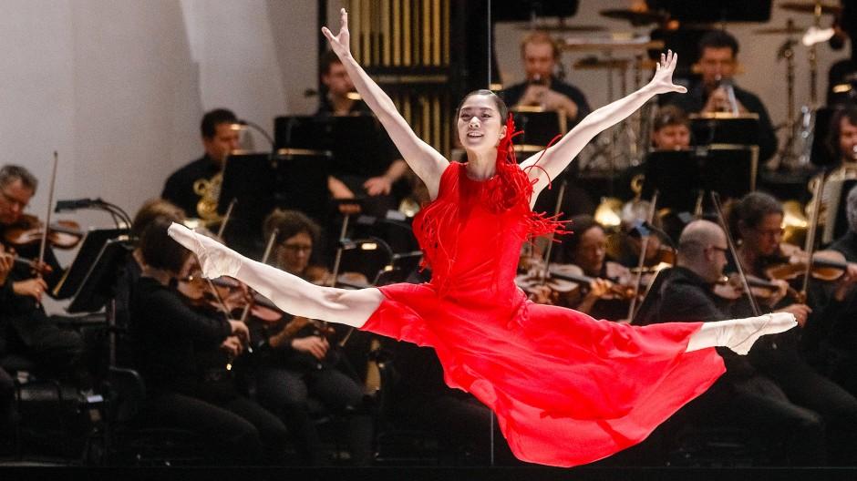 """Madoka Sugai tanzt in der Fotoprobe von """"Turangalîla""""."""