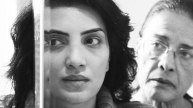 """Schwarzweiß, stilgenau, ein Höhepunkt des Festivals in Kairo: Parallele Leben einer Frau in """"Decor"""" von Ahmad Abdallah"""