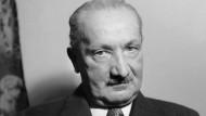 Ich und Hölderlin und Anaximander: Martin Heidegger auf einer Fotografie aus späteren Jahren