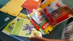 Laschet will Schulbücher überprüfen lassen