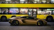 Das Vulgäre als Aufstand des Sinnlichen gegen die Ästhetik der Entsagung: Ein goldener Lamborghini auf dem Kurfürstendamm