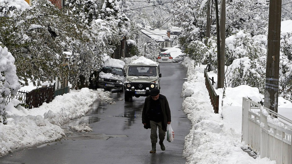 Sarajevo:Schnee verdeckt die früheren Kriegsgräuel