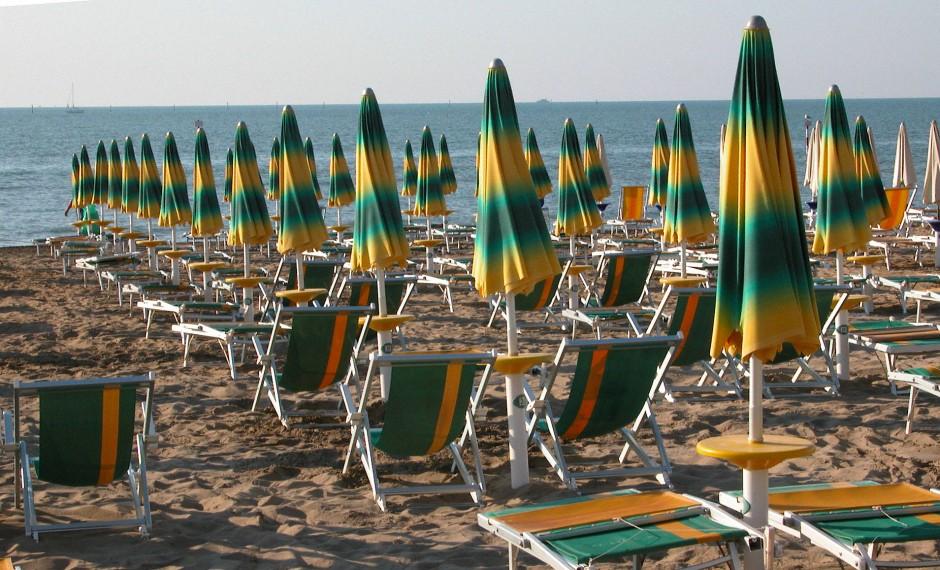 Lignano, eine Halbinsel zwischen der Lagune von Marano und der Adria, kommt ohne historische Bedeutungsschwere aus, wenn man davon absieht, dass Generationen von Deutschen und Österreichern hier zum ersten Mal das Mittelmeer gesehen haben.
