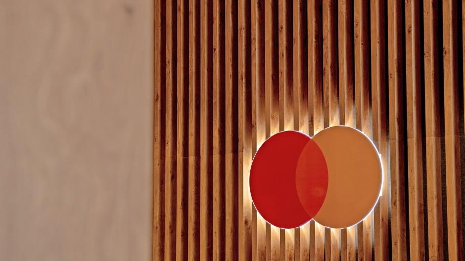 Das rot-orange Mastercard-Logo könnte auf vielen Girocards das rot-blaue Maestro-Logo ablösen.