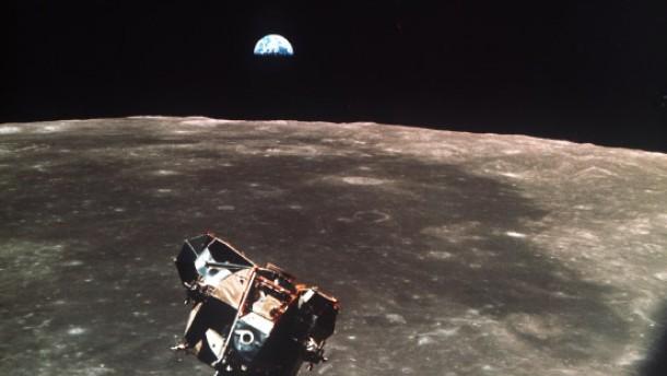 Wir und der Mond