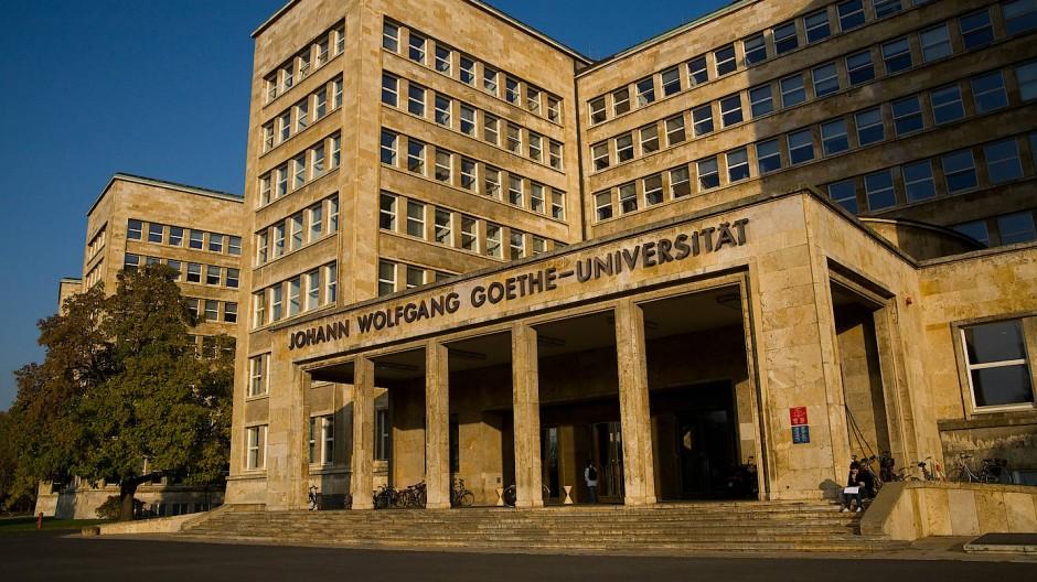 Die Front des Gebäudes der Johann Wolfgang Goethe Universität Frankfurt am Main.