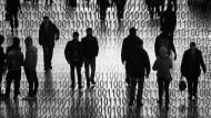 Durchnummeriert: Die Spuren des Menschen werden in der digitalen Welt nicht nur aufgezeichnet, sie werden gelenkt. Da muss die Politik den Durchblick behalten.