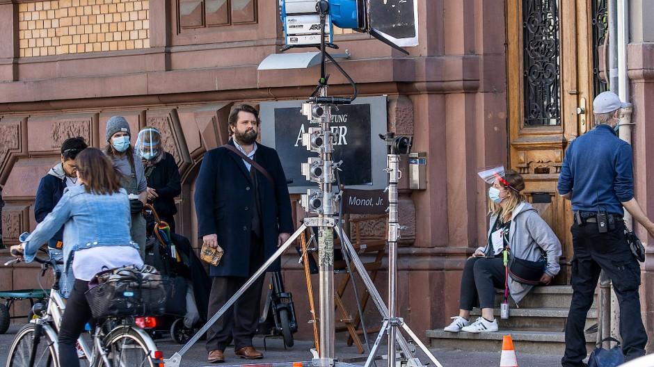 """Mit Abstand: In Frankfurt wird die ZDF-Serie """"Ein Fall für Zwei"""" mit dem Schauspieler Antoine Monot gedreht."""