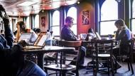 Großraumbüro der digitalen Arbeitswelt: Café im Silicon Valley