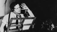 """Massenpanik inklusive: Orson Welles bearbeitete """"War of the Worlds"""" im Jahr 1938 fürs Radio."""