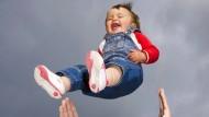 Ja, seid ihr denn des Wahnsinns? Abenteuerurlaube mit Kleinkindern sind nicht unumstritten.
