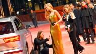 Die Berlinale am Eröffnungsabend, mit Sponsor, Model, Publikum